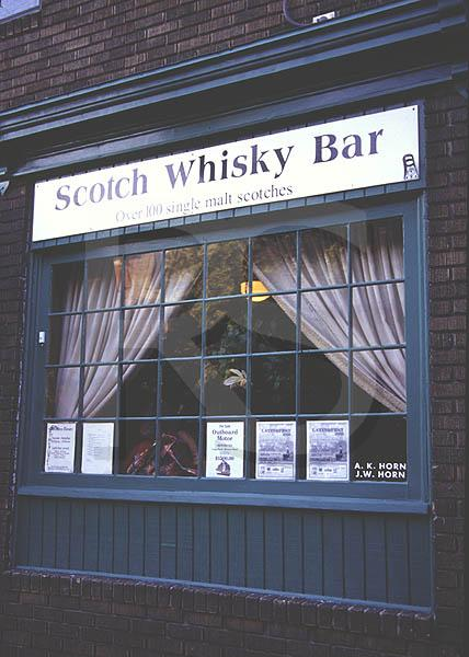 Scotch Wiskey Bar, Exterior