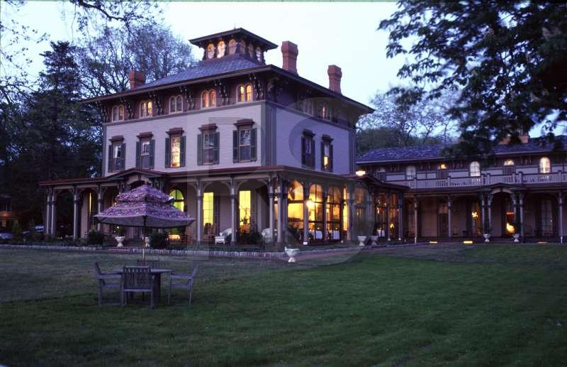 Southern Mansion, Bed And Breakfast